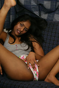 Delicious divya exposing her juicy pussy