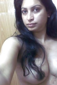 Porn Pics Hot Indian Aunty Shivani Taking Nude Selfies