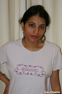 Gujarati amateur Kavya in her favorite pink top showing her tits