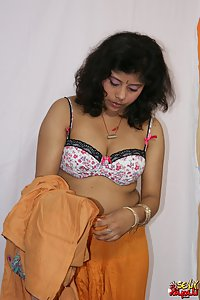 Indian Babe Rupali chaning her traditional indian outfits