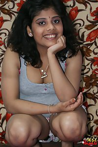 Indian Babe Rupali exposing helrself in her night dress