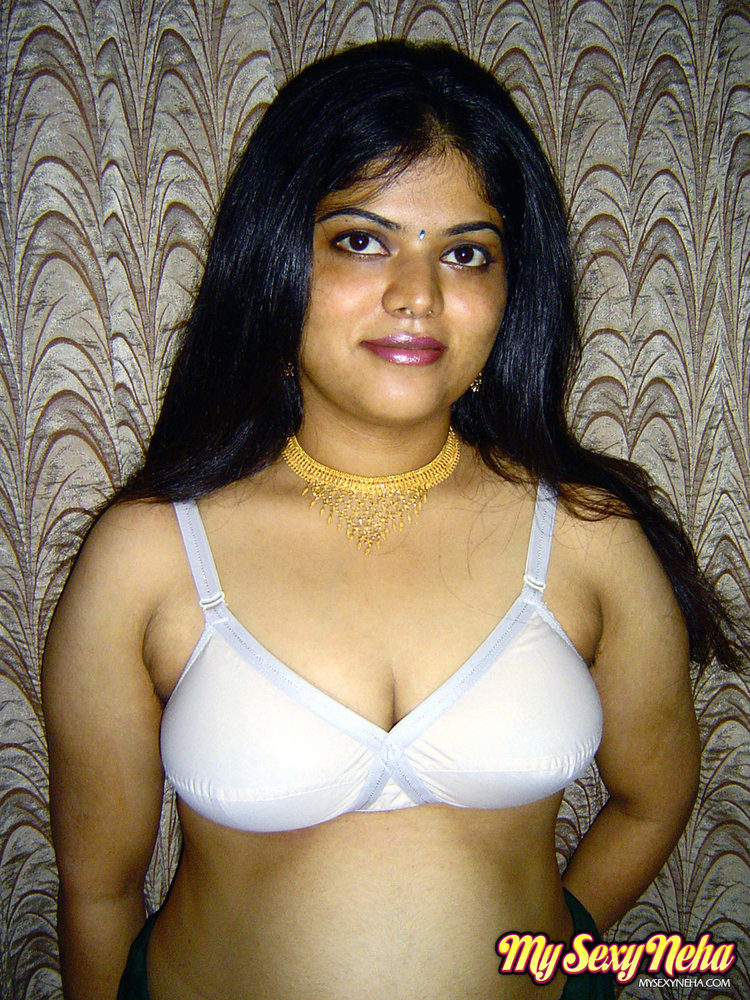 Amateur indian babe rupali naked in shower exposing bigtits 9