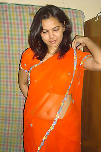 Horny Indian Juicy Bhabhi Deepa Posing Hot In Saree