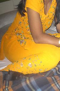 Porn Pics Horny Indian Babe Sangita Boob Show