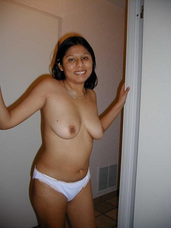 Punjabi babe strips and masturbates while on phone - 3 part 1