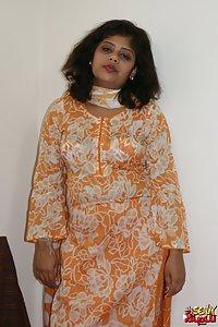 Indian Babe Rupali ek hindustani kuri in traditional indian outfits