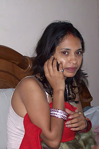 Porn Pics Horny Modern Indian Babe Showing Pussy