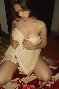 Horny Indian Wife Sonia Showing Her Milky Boobs