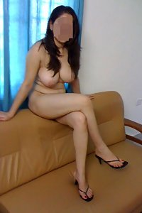 Porn Pics Hot Indian Babe Zara Showing Her Big Ass