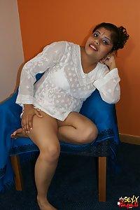 Indian Babe Rupali enjoying with big pink dildo