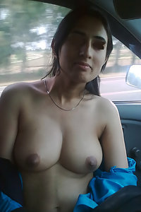 Skinny amateur punjabi girl exposing her boobs on cam