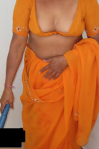 Porn Pics Hot Indian Maid Joshika Showing Cleavages