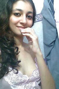 Juicy Indian girl showing juicy boobs