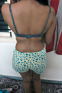 Porn Pics Young Indian Girl Monisha Removing Her Top