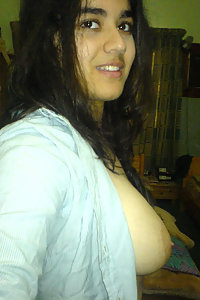 Sweet Indian girl shooting her own naked pics