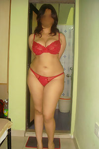Indian Bhabhi Manji Showing Her Big Ass