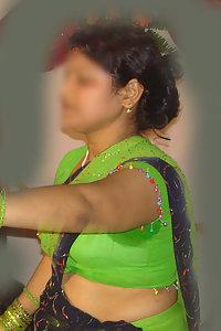 Erotic Indian Aunty Hanima Saree Stripped Naked