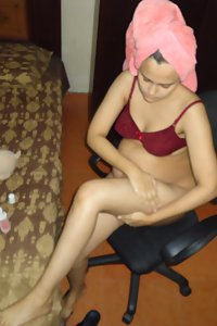 Sonia After Shower Naked In Bedroom