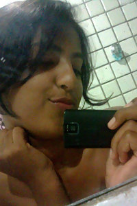 Indian girl capturing her naked pics in shower
