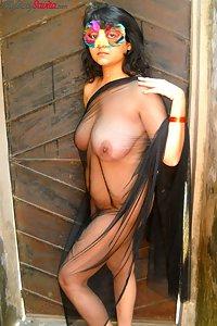 Savita bhabhi with big juicy boobs in open air shoot