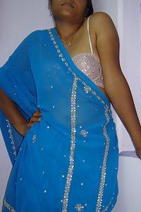 Indian Amateur Bhabhi Dabanshi In Transperant Blue Saree