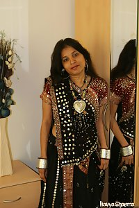 Indian Babe Kavya in her gujarati outfits chania cholie